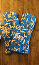 Load image into Gallery viewer, Blue Lilies Oven Gloves