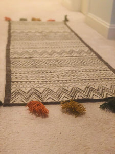 Black - White Tassel Rug (2'x6')