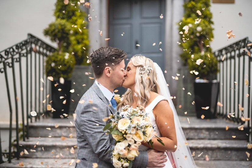 Confetti and Floral Decoration for Summer Weddings