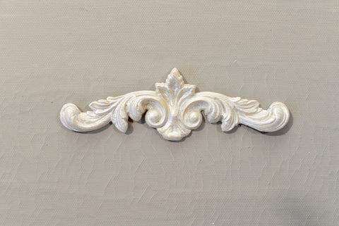 P13 - Leaf & Scroll Pediment