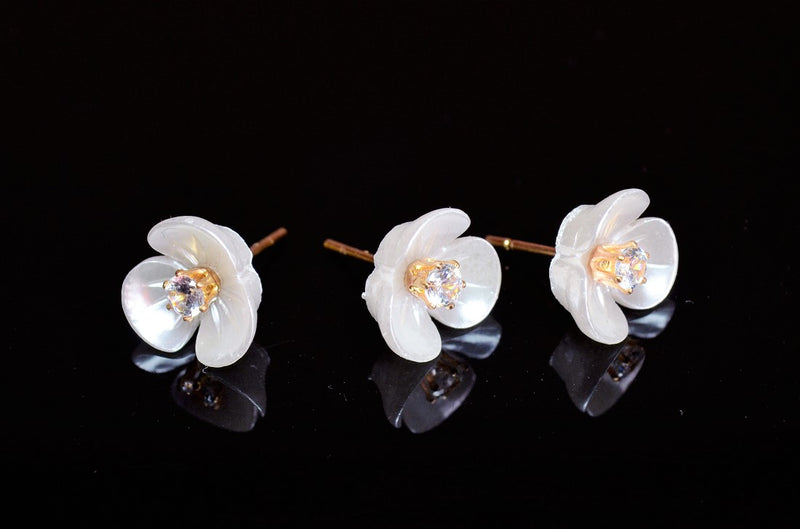 Summer Accessories] Shell style acrylic flowers, pearl earrings, flower earrings, flower earrings, 10 per case