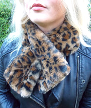 Load image into Gallery viewer, Leopard Print Faux Fur Scarf