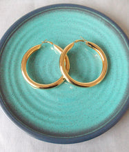 Load image into Gallery viewer, Big Gold Hoop Earrings