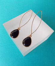Load image into Gallery viewer, Black Teardrop Pull Through Earrings