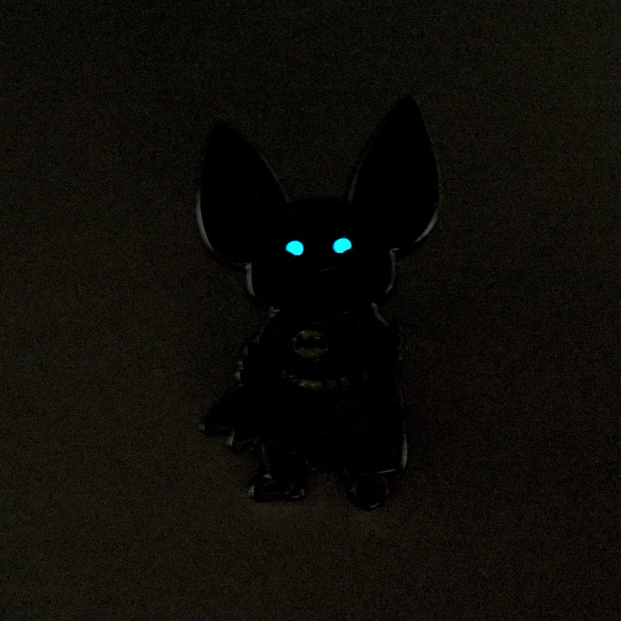 batman scraf pin glow in the dark eyes