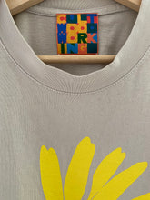 Load image into Gallery viewer, CULT DAISY T-SHIRT