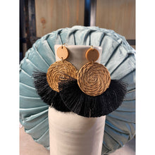 Load image into Gallery viewer, Rattan Tassel earring