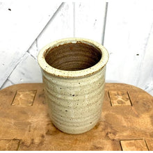 Load image into Gallery viewer, Quail Shell Planter Pot