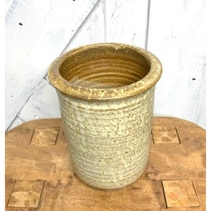 Cardinal Shell Planter Pot