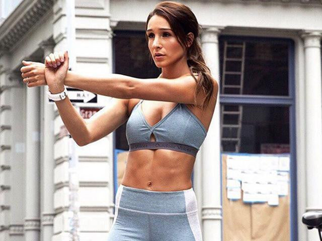Kayla Itsines bikini workout
