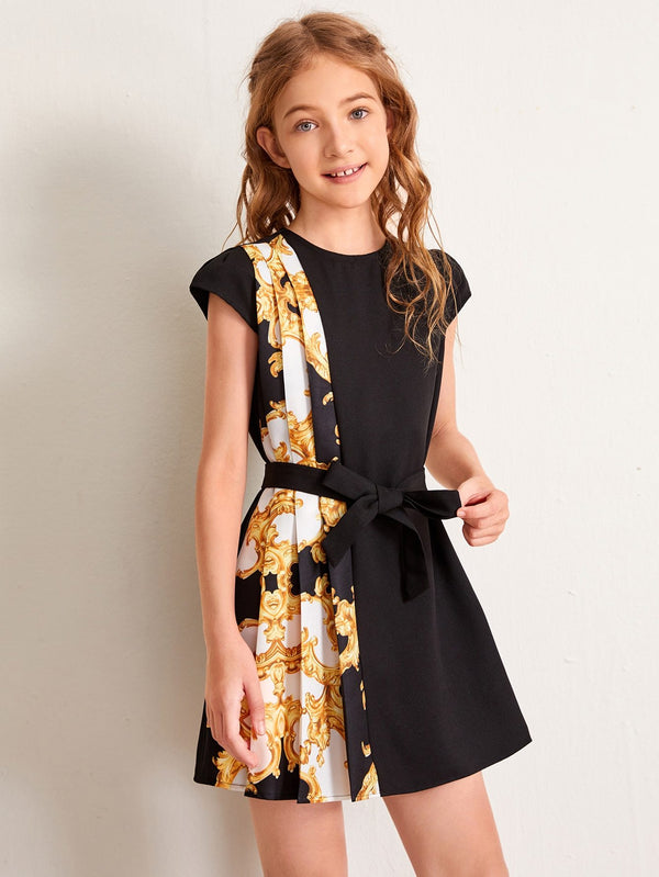 Girls Cap Sleeve Pleated Baroque Panel Belted Dress - 𝐄𝐑𝐔𝐌𝐉𝐔𝐒