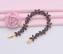 Load image into Gallery viewer, Beautiful Blue Bracelet with flower design