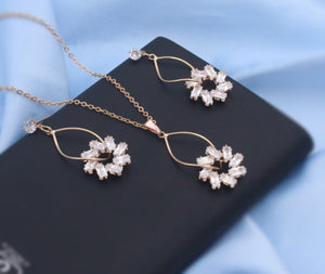 Flower Design Neckpiece with Earrings