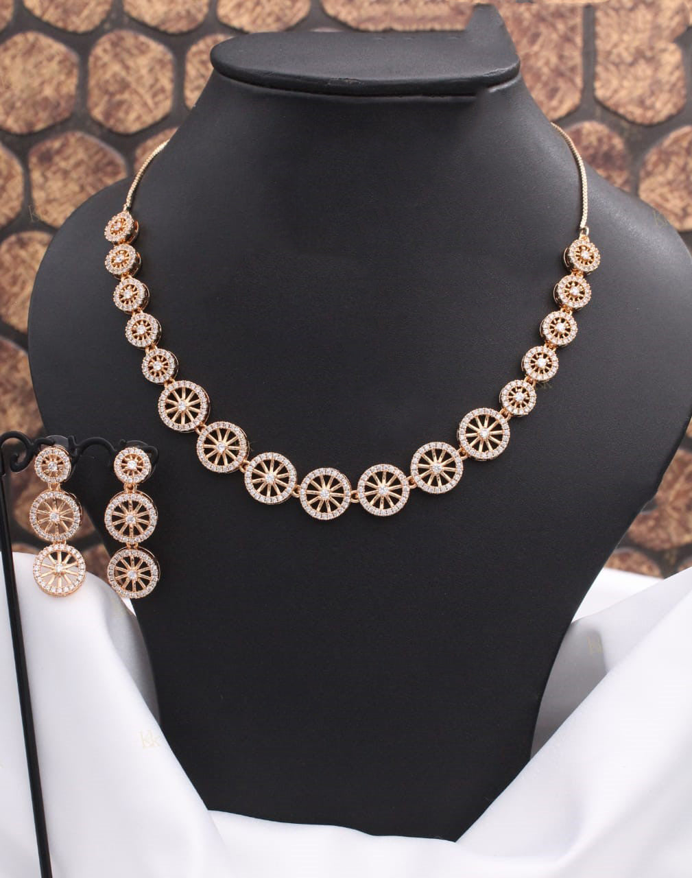 Pretty Neckpiece with Hanging Earrings