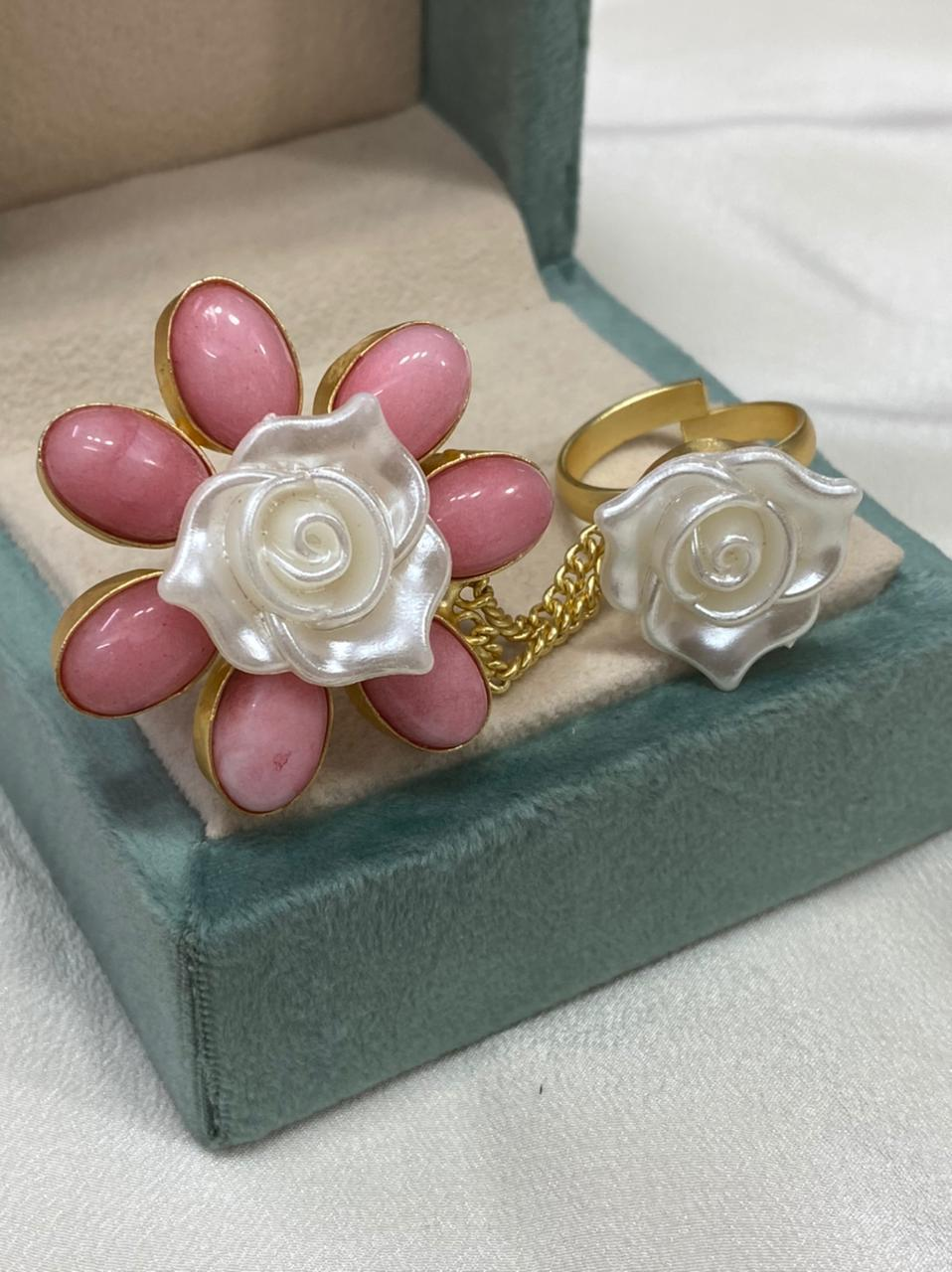 Trendy Finger Ring with Precious Stone