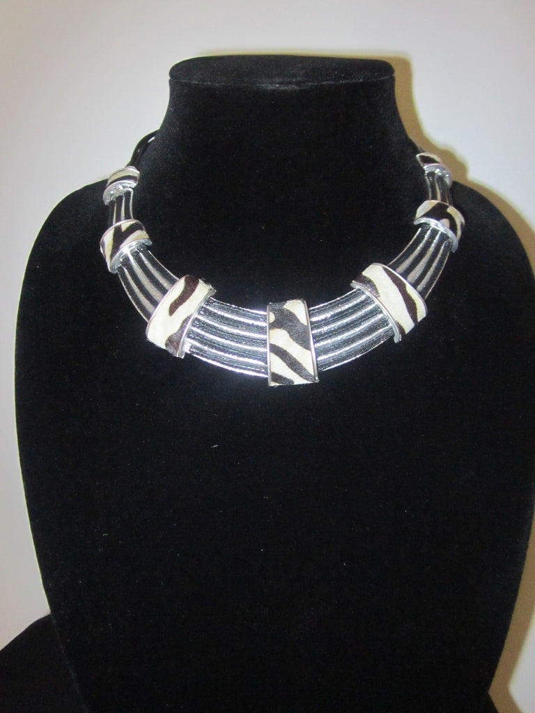 Work That (Necklace & Earring Set)