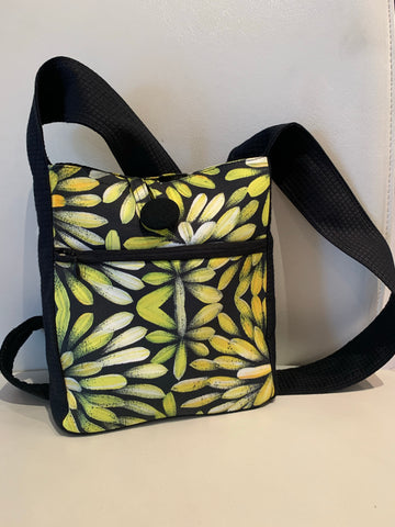 Black & White Bush Medicine Flowers Handbag