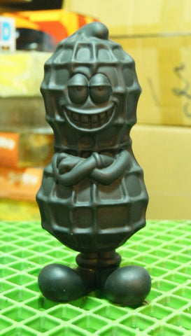 "Shelterbank Peanut Justin All Black ver 8"" Vinyl Figure Used"