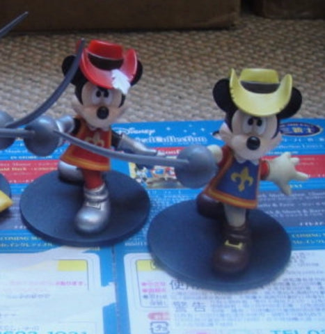 Tomy Disney Magical Collection The Three Musketeers Mickey Mouse 110&R014 2 Trading Figure Set Used