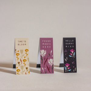 Bookmarks with soothing colors and quotes and with magnets on the inner side, specially designed to allow you to hold a particular page and can even mark a particular line where you have left your reading.