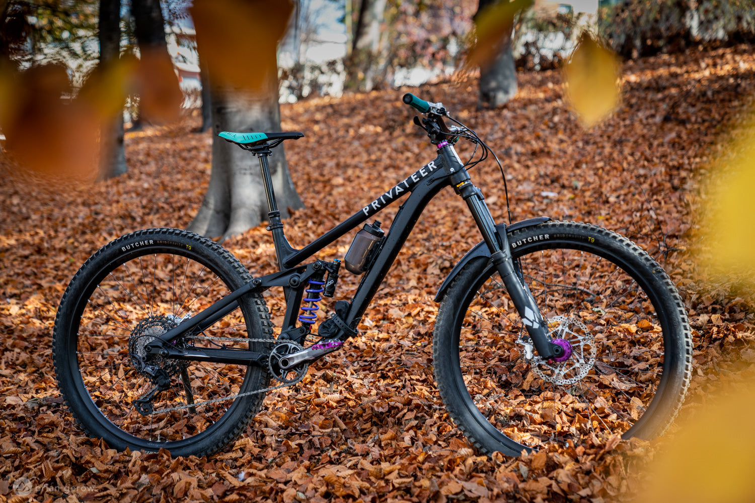 Singletracks photo of the Privateer 161 in the leaves