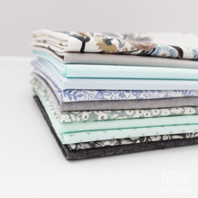 Load image into Gallery viewer, Icy Blooms Fat Quarter Bundle