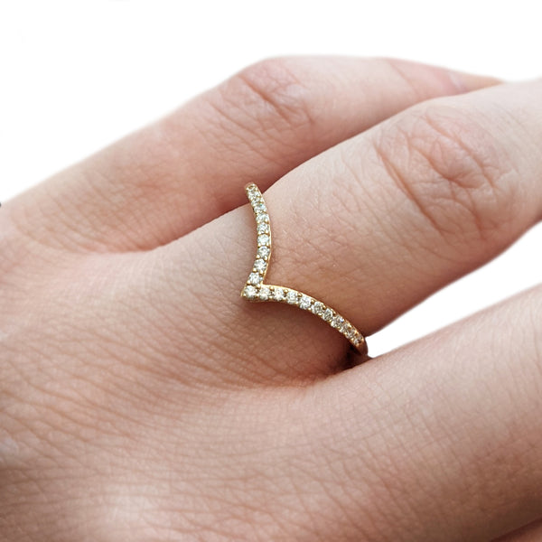 Pavé Pointed Contour Band