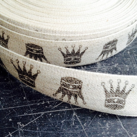 Linen ribbon with crwon detail.