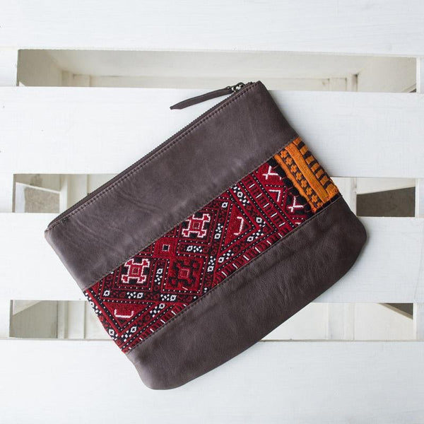 AMOS - LEATHER POUCH - BROWN - ART AVENUE