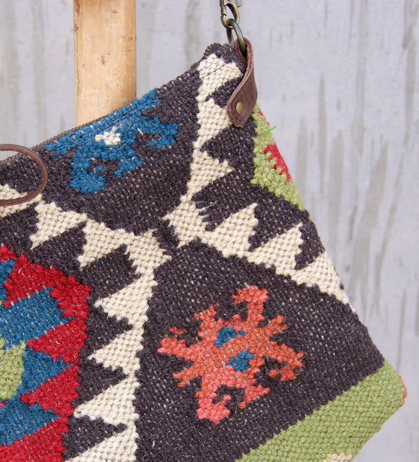 ARSEMO - KILIM & LEATHER SLING BAG - ART AVENUE