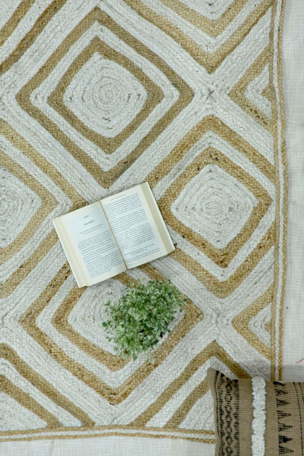 RECTANGULAR -BRAIDED RUG - BEIGE & WHITE - ART AVENUE