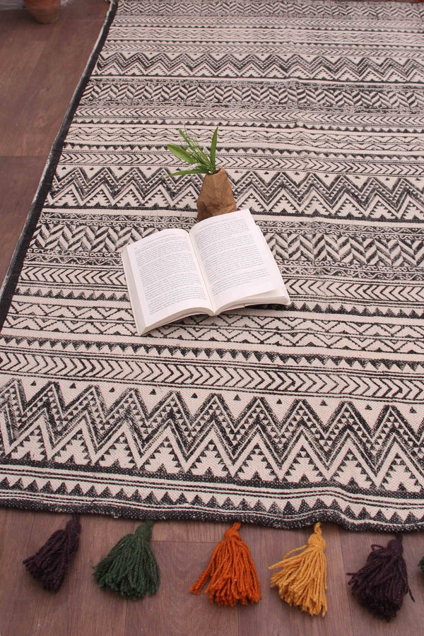 SAND - BLOCK PRINTED RUG - BLACK - ART AVENUE