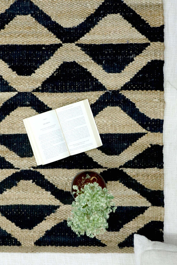 WAVES - HANDWOVEN RUG - BLACK - ART AVENUE
