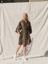 Load image into Gallery viewer, Tate Linen Cape Robe Cheetah