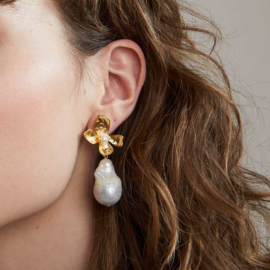 Flower Pearl Earrings - Jolie & Deen