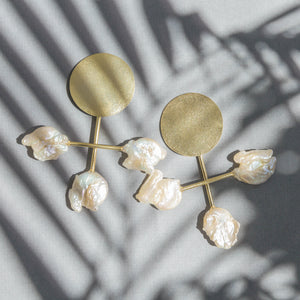 Sigrid Kuusk, Nature Morte, gold, Kesh pearl, shine. Estonian design.