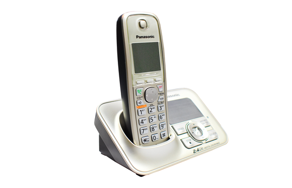 Panasonic 2.4GHz Digital Cordless Answering System KX-TG3722SX