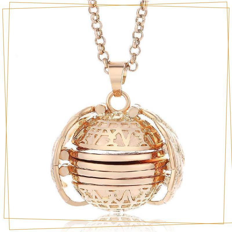 Expandable 4 Photo Locket Necklace trillionwish Gold