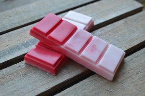 Red and white festive scented snap bar wax melt