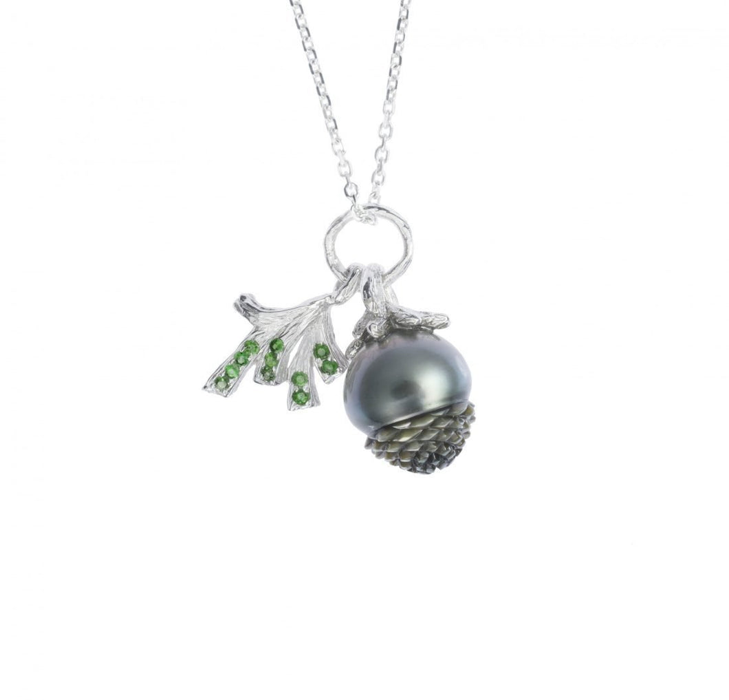 PINECONE 18 karat white gold, pearl and tsavorites necklace - heting-jewellery