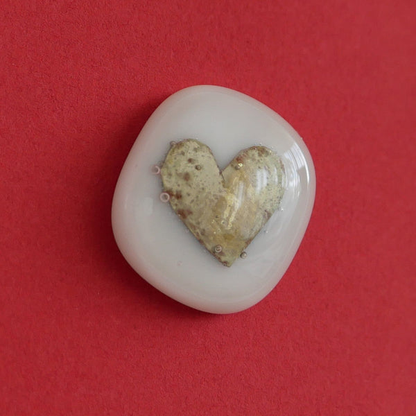 Heartfelt gifts: White glass stone with golden heart