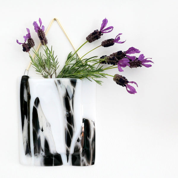 A pocket vase can be hung on the wall to add a splash of colour