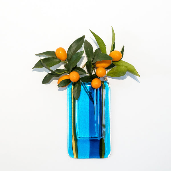 This wall vase  is watertight and can be used with real flowers