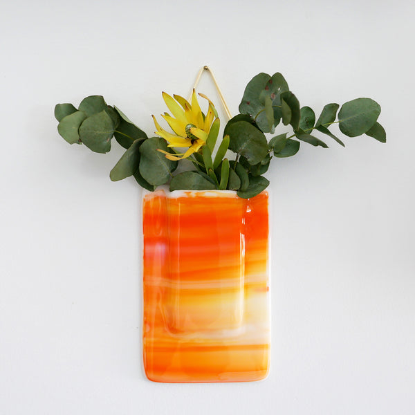 Wall vase with watertight pocket, can be used with real flowers