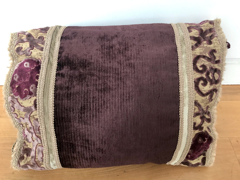 carpetbagger style cushion