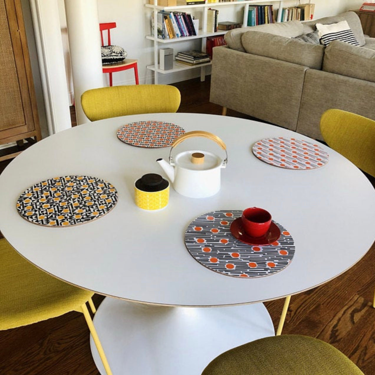 Set of 6 Round Placemats - yellow and orange
