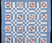 Load image into Gallery viewer, Dresden Plate Crib Quilt