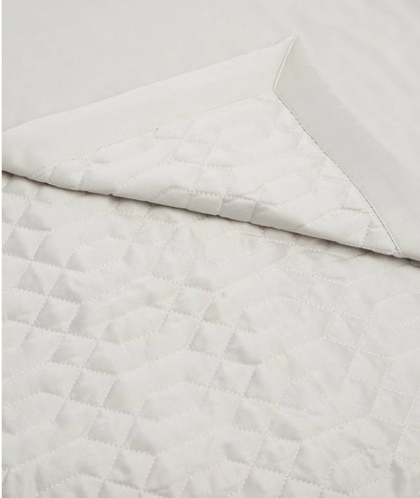 Large Quality M&S Satin Quilted Throw, Kingsize - EMPORIUM WORTHING
