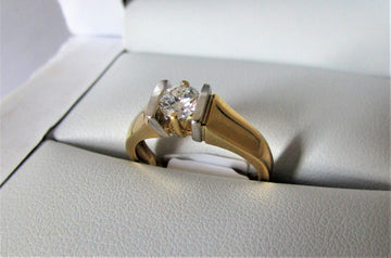 A1342 - 18 Karat Yellow Gold Engagement Ring