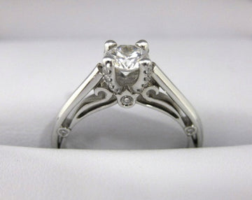 A2003 - 18 Karat White Gold Verragio Ring